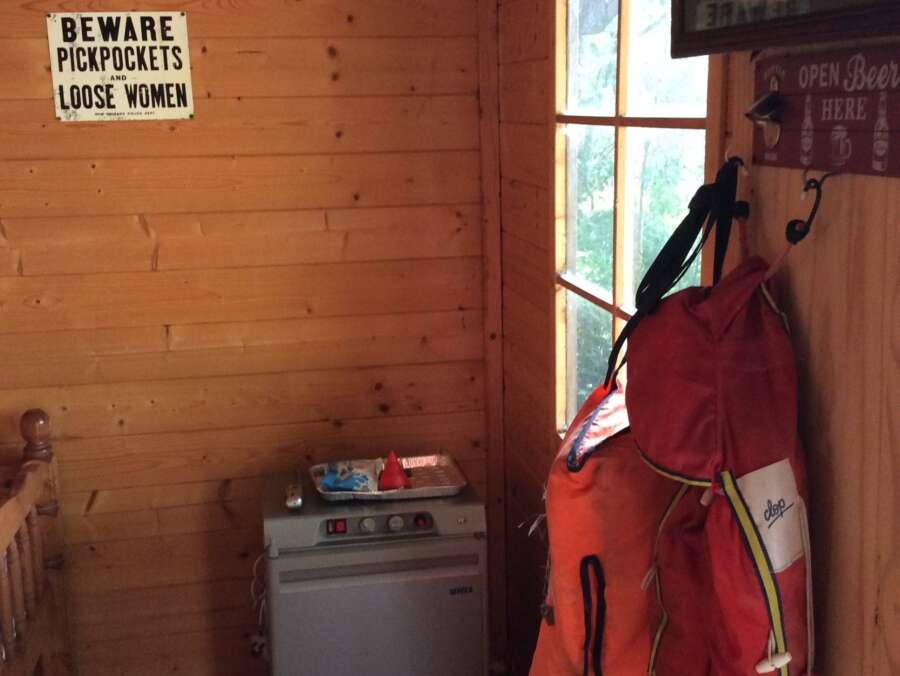 Cabin Etang de Brigueuil High Mill Lake p 11 183