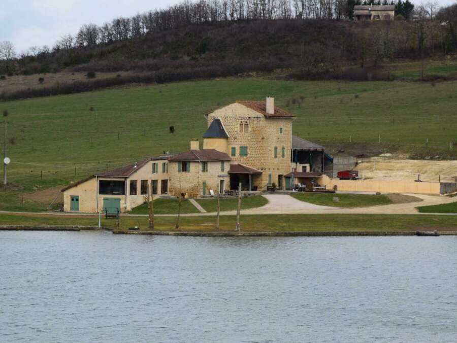 Carp lake holiday home france 5df124f3