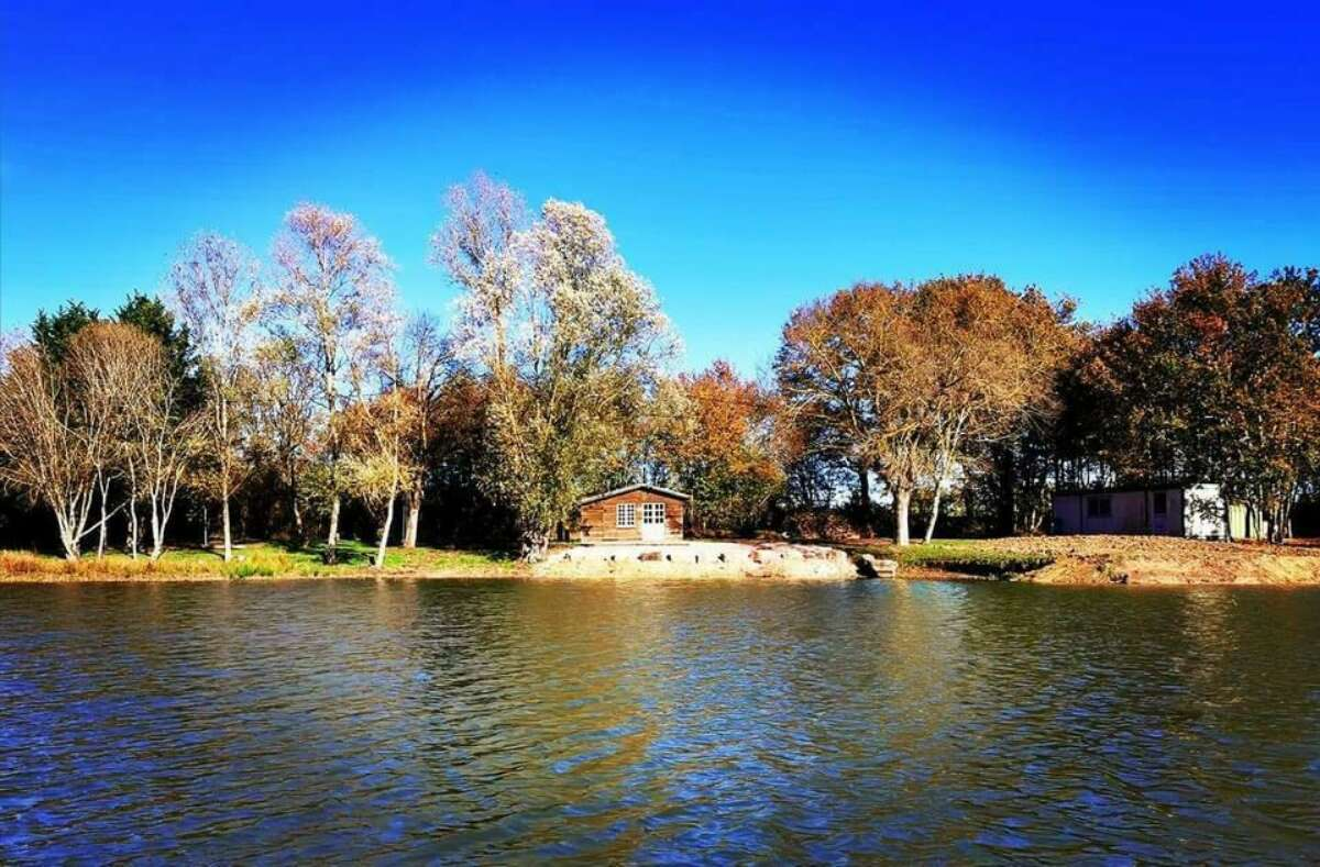 Fishing lodge accommodation Camalo carp lake